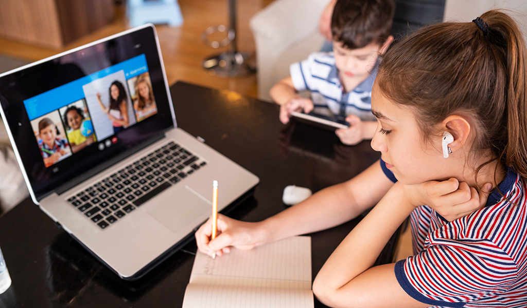 How to Navigate Online Learning with your Children During COVID-19